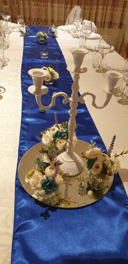 Galda dekoru komplekts ar ziediem