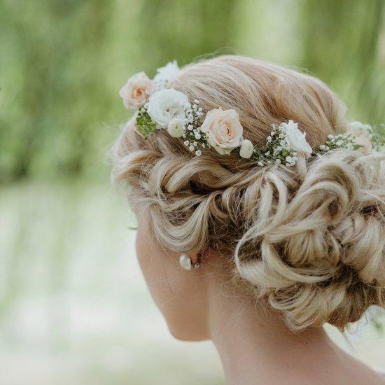 Ziedu vainagi līgavai