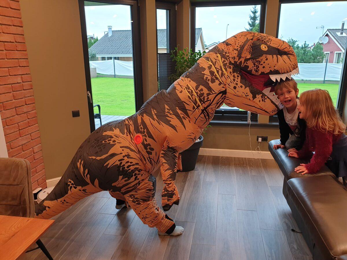 Dinozaura kostīma noma