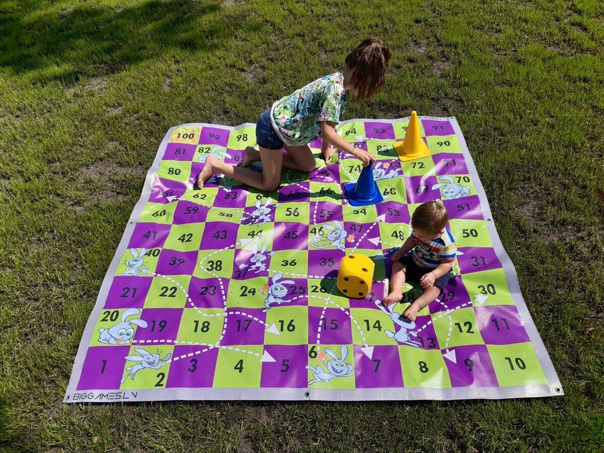 Zaķi pēc 100 burkāniem (2x2m)