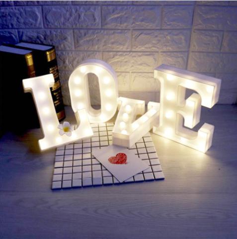 LOVE uzraksts ar led gaismiņām