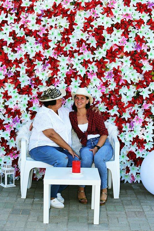 Lilliju ziedu siena, sarkanā ziedu siena