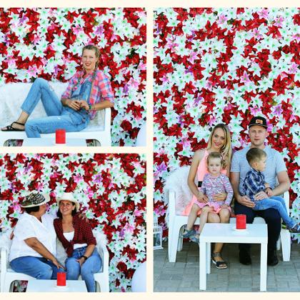 Katrī ballītē arī iederas ziedu sienas :)